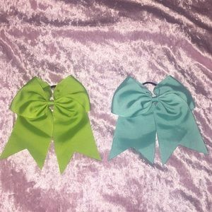 Two cheer bows